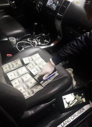 Чиновника міськради, якого підозрють у хабарництві, відправили під домашній арешт