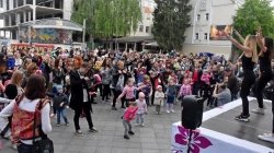 125 матусь з дітьми у Житомирі встановили всеукраїнський танцювальний рекорд
