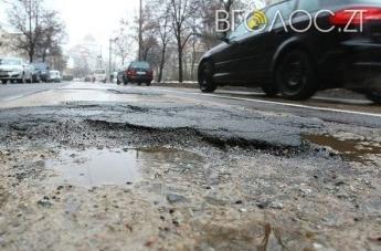 По вулиці Корольова автомобілі їздять тротуарами, бо розбита дорога, – житомиряни