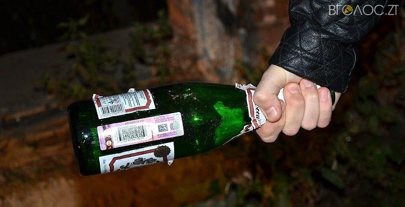Житомирянка вдарила скляною пляшкою патрульного, який зробив зауваження