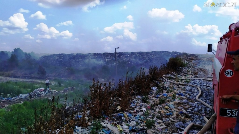 Тиждень вогнеборці гасять пожежу на сміттєзвалищі під Новоградом