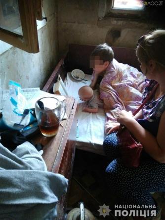 Горе-матері: чому у коростенки терміново вилучили сина, а у її дочки – немовля