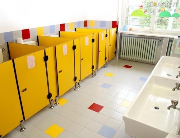 Нарешті! У 107 школах області облаштують туалети всередині будівлі