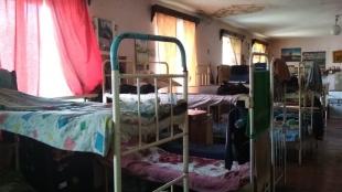 У Житомирській виправній колонії засудженого з інвалідністю інші в'язні носять на руках
