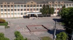 Біля школи №17 відновлять фонтан та облаштують сквер