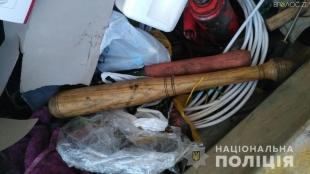 На Житомирщині біля однієї з виборчих дільниць поліцейські затримали чоловіків із зброєю