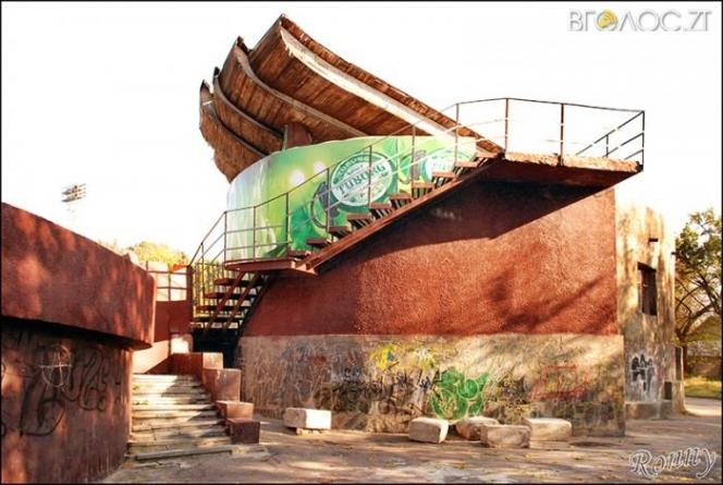 Житомиряни просять демонтувати «Клєтку» у парку, яка стала пристанищем для наркоманів