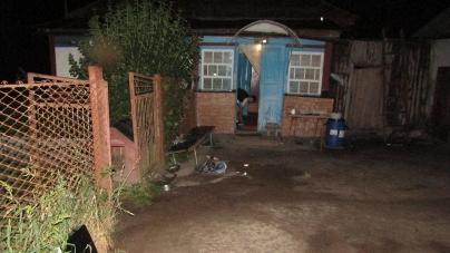 Поліцейські затримали чоловіків, які увірвались до будинку 49-річної жительки Коростеня та, погрожуючи ножем, намагалися пограбувати