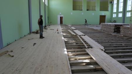 У міськраді обіцяють, що до кінця серпня учні школи №10 займатимуться фізкультурою у новій спортзалі