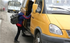 У міській раді кажуть, що немає грошей перевозити безкоштовно школярів