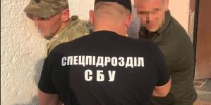У Житомирі викрили посадовця колонії, який постачав ув'язненим наркотики