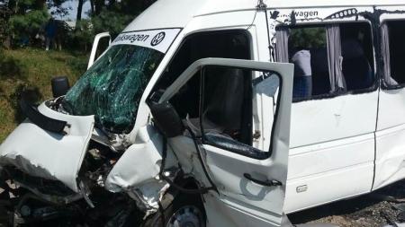 У Житомирському районі зіштовхнулись пасажирський мікроавтобус та легковик. Травми отримали 24 людини