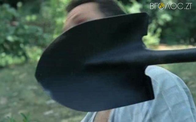 Ударом лопати по голові завершився «веселий» вечір у Бердичеві