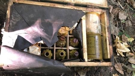 На Житомирщині поруч з військовою частиною знайшли два ящики з гранатами