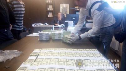 Житомирщина: директора кар'єра затримали з хабарем 100 000 $