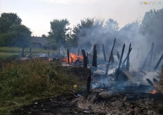 У Малинському районі 3-річний хлопчик спалив три будівлі
