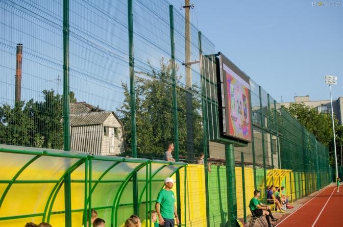 На комунальному стадіоні Житомира за гроші тренуватиметься військовий інститут