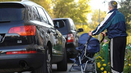 Житомиряни через «Відкрите місто» скаржаться на паркування на тротуарах