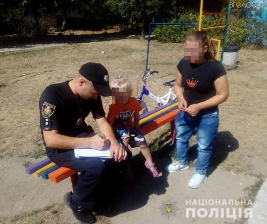 Чоловіка та жінку, які змушували двох маленьких дітей сортувати пляшки у пункті прийому склотари, притягнули до адмінвідповідальності
