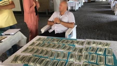 Житомирський активіст намагався сховати хабар у спідній білизні