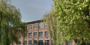 Житомиряни просять відремонтувати спортивний майданчик школи №20. Кажуть, його теперішній стан жахливий