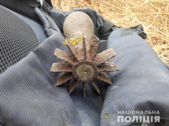 На Житомирщині у сумці перехожого поліцейські виявили…мінометну міну