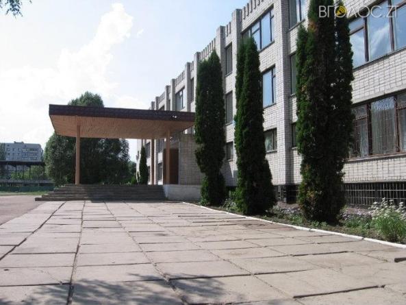 Житомиряни збирають підписи проти об'єднання школи №22 із гімназією №1