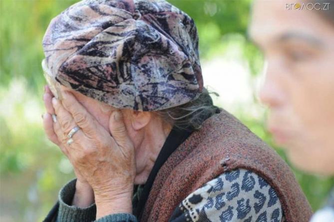 Погрожував вбити: у Хорошеві затримали чоловіка, який силою відібрав у 86-річної бабусі грошові збереження