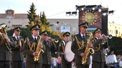16 військових духових оркестрів всіх родів військ ЗСУ виступили у центрі Житомира