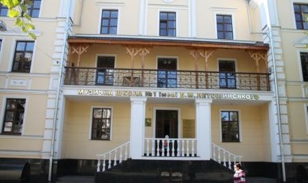 З бюджету Житомира витратять майже 360 тисяч на підсвітку музичної школи