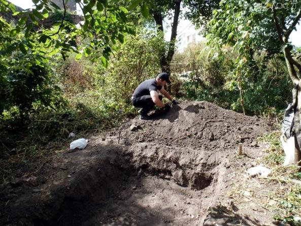У Новограді може обвалитися фортеця через те, що містяни справляють «нужду» під її стінами