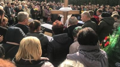 Тисячі житомирян прийшли попрощатися із загиблими у ДТП працівниками ТТУ