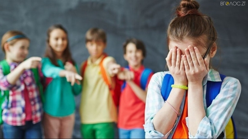 Булінг: у поліції розповіли, скільки торік покарали батьків та учнів за шкільне цькування