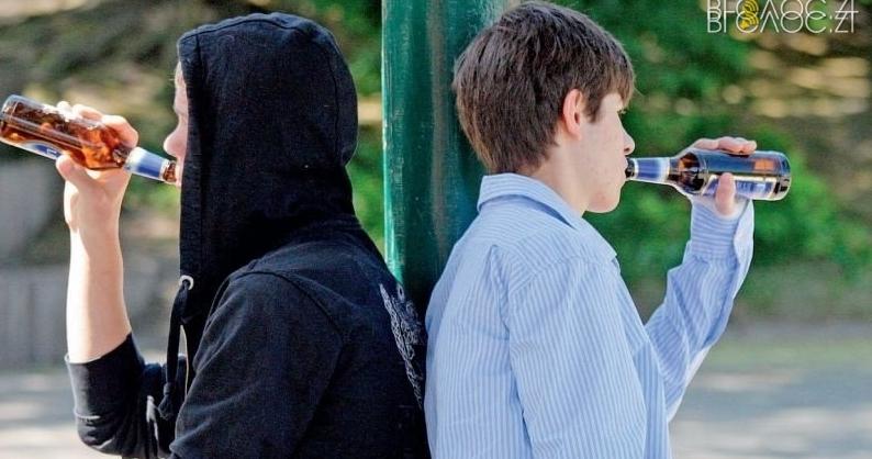 Поліція задокументувала майже 350 правопорушень, учинених підлітками. Половина – стосуються розпивання алкоголю