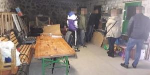 """Жителям Житомирщини продавали фальсифікований алкоголь, який """"бадяжили"""" на Київщині"""
