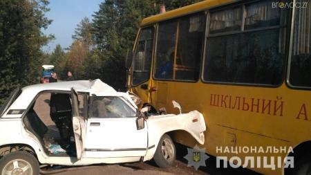 На Житомирщині шкільний автобус потрапив у ДТП. Загинула людина