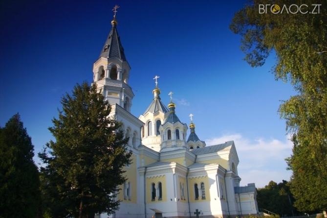 """У центрі Житомира """"замінували"""" собор"""