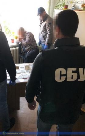 Медика військово-лікарської комісії СБУ затримала на вимаганні грошей з непридатного до служби призовника