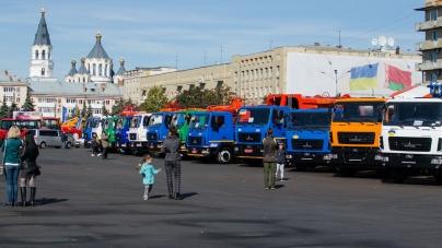 На майдані Соборному у Житомирі проходить виставка білоруської техніки (ФОТО)