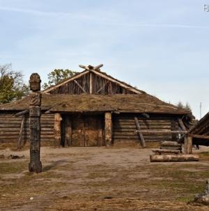 """Декорації серіалу """"Слов'яни"""" залишилися поблизу Денишів"""