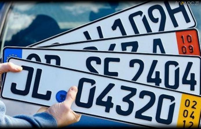 """На Житомирщині викрили схему ухилення від розмитнення 400 """"євроблях"""""""
