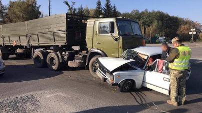 У Новограді КамАЗ зіштовхнувся з легковиком: троє людей постраждали