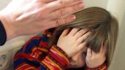 У Хорошеві жінка побила прийомну 9-річну доньку. Поліцейські відкрили кримінальне провадження