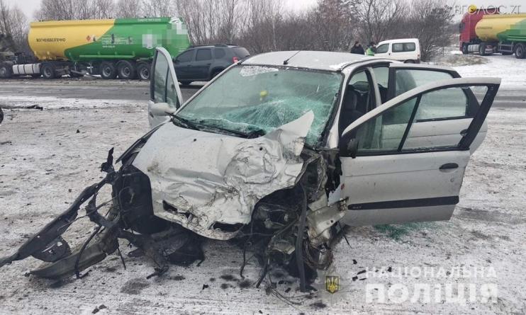 Два автопоїзда, вантажівка та легковик потрапили у ДТП під Новоградом: постраждала жінка