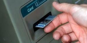 У Ружині чоловік зняв гроші з банківської картки покійного сусіда. Одразу, коли знайшов його мертвим