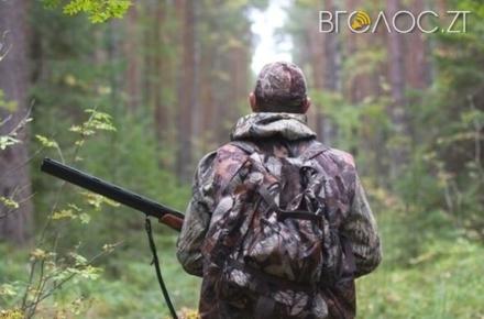 Конфлікт між єгерями та мисливцями: під час полювання на Житомирщині застрелили чоловіка