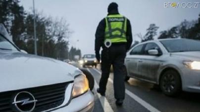 """Суд виніс вирок водію, який напідпитку """"протягнув"""" на капоті поліцейського"""