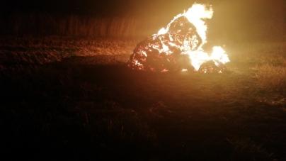 На півночі області згоріло 40 тонн соломи, яка лежала у тюках на полі