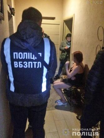 46-річна житомирянка у своїй квартирі займалась наданням сексуальних послуг за гроші