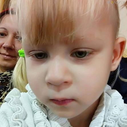Маленькій дівчинці з будинку сімейного типу на Житомирщині потрібна термінова допомога